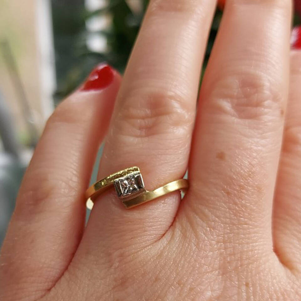 18ct yellow gold diamond engagement ring