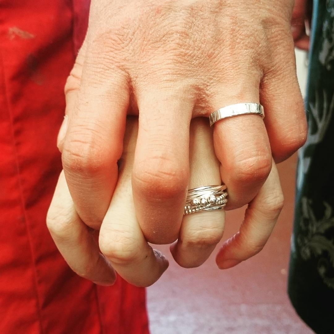 https://www.gennadelaney.com/wp-content/uploads/2018/11/Dan-and-Emma-wedding-rings-class.jpg