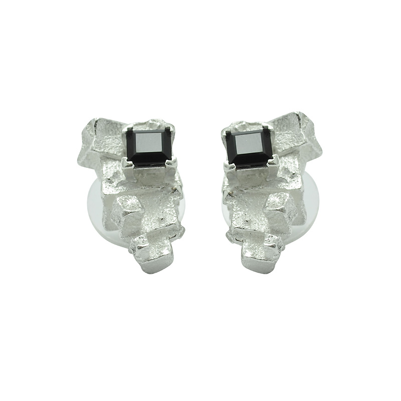 Pyramid onyx stud earrings