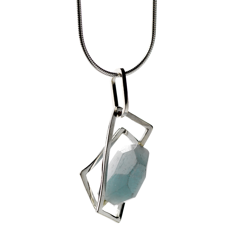 small component aquamarine pendant